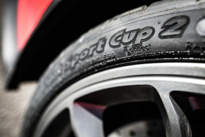 Новая ультрасовременная резина может подключаться к телефону водителя: BMW M2 CS представит «подключаемую» шину Michelin
