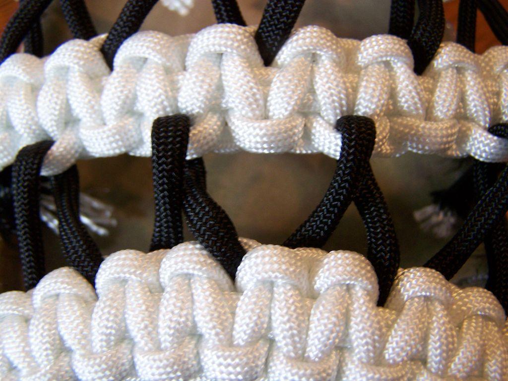 Самодельные плетеные босоножки, которые легко сделать на основе подошвы от старых: инструкция