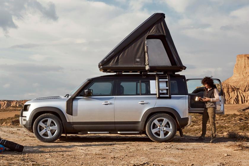 Новый Land Rover Defender обзавелся палаткой на крыше: новый аксессуар понравится путешественникам