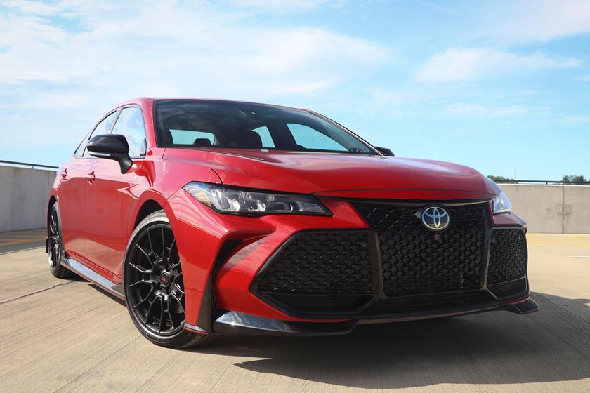 Toyota C-HR и Avalon 2021 года получат спецверсии Nightshade: у них будет больше черного цвета