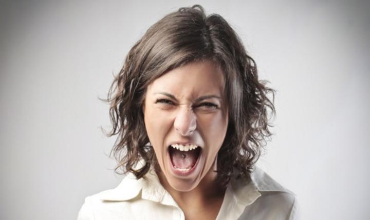 Не садиться за руль, не ходить по магазинам: что не следует делать, если охватил гнев