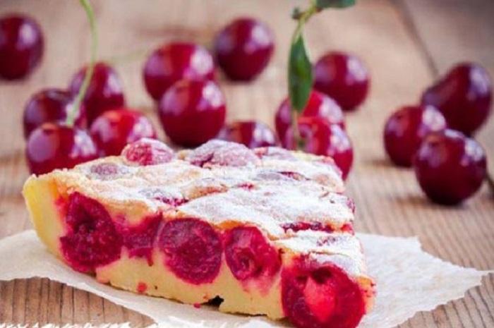 Как только поспевает вишня, пеку французский пирог: сметают весь, до последней крошки