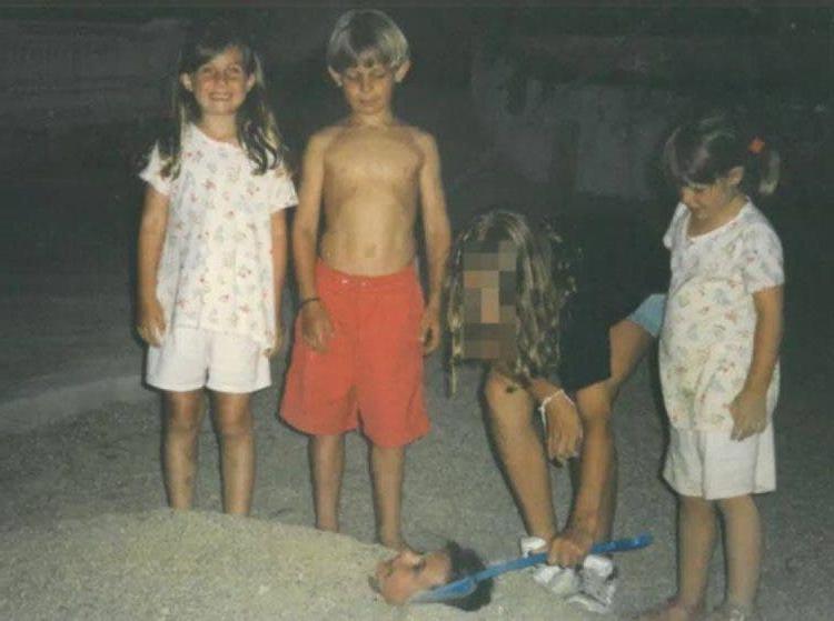 Только после свадьбы молодожены поняли, что знакомы уже очень давно: все благодаря старому фото в семейном альбоме