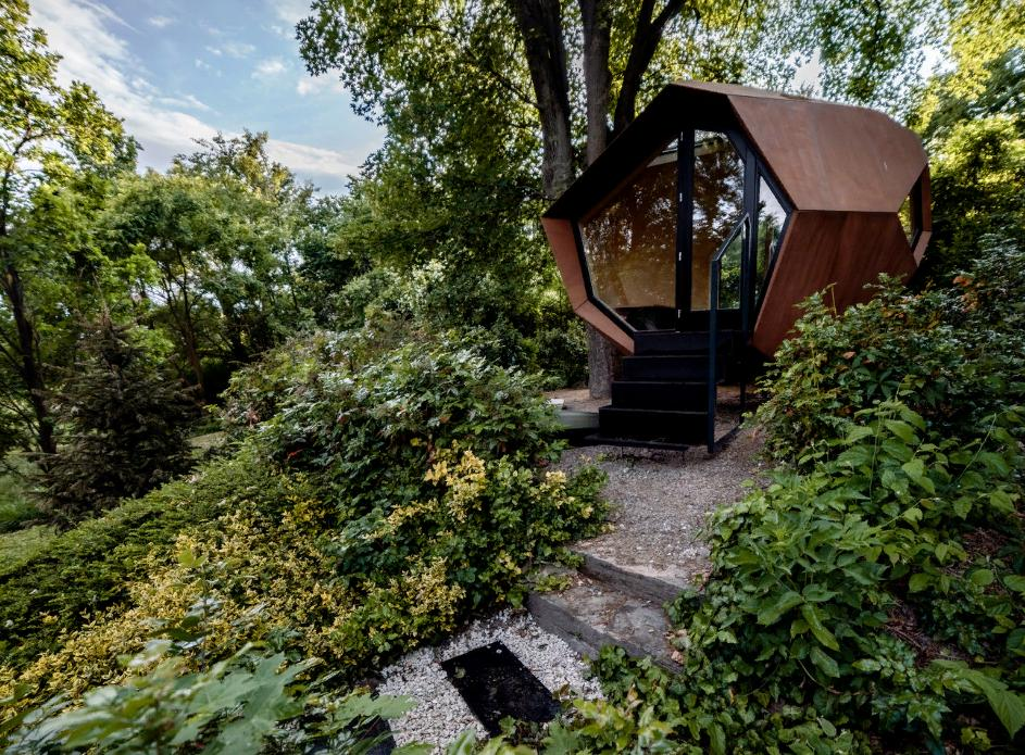 Уникальная кабина-комната от венгерских дизайнеров: ее можно сделать своими руками по чертежам и поставить во дворе