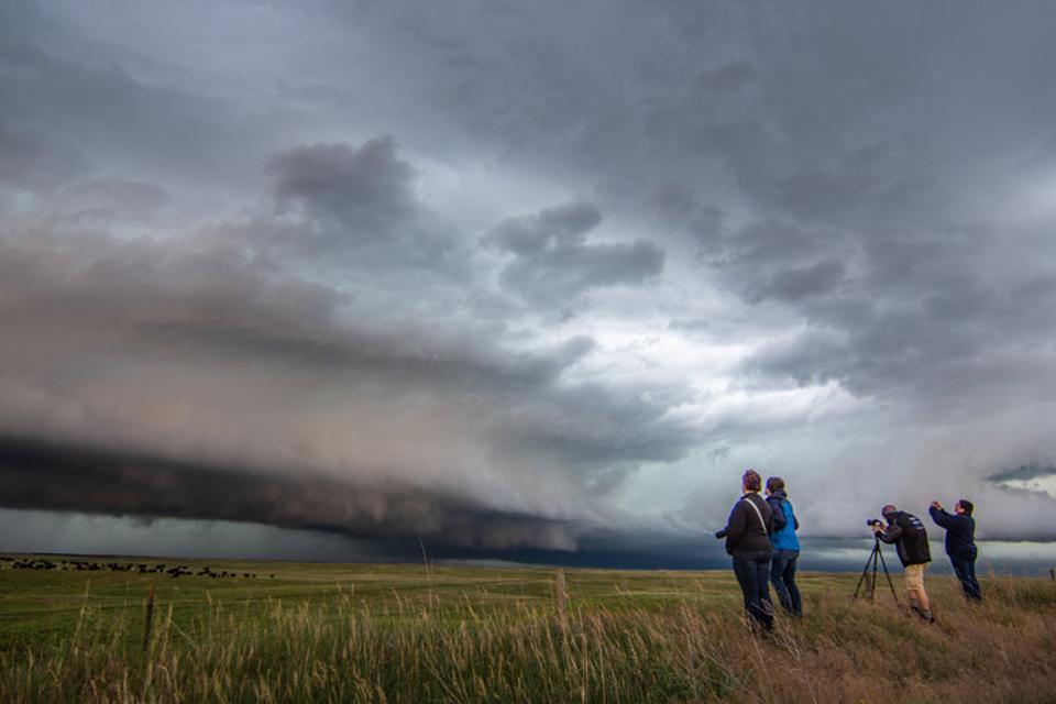 Охотники за торнадо: среди них есть и подростки, и женщины почтенного возраста