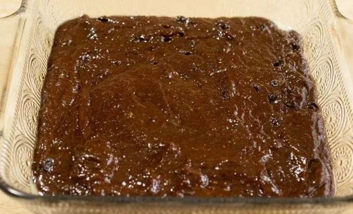 """""""Сумасшедший торт"""": добавьте ингредиенты в форму для выпечки, перемешайте и выпекайте"""