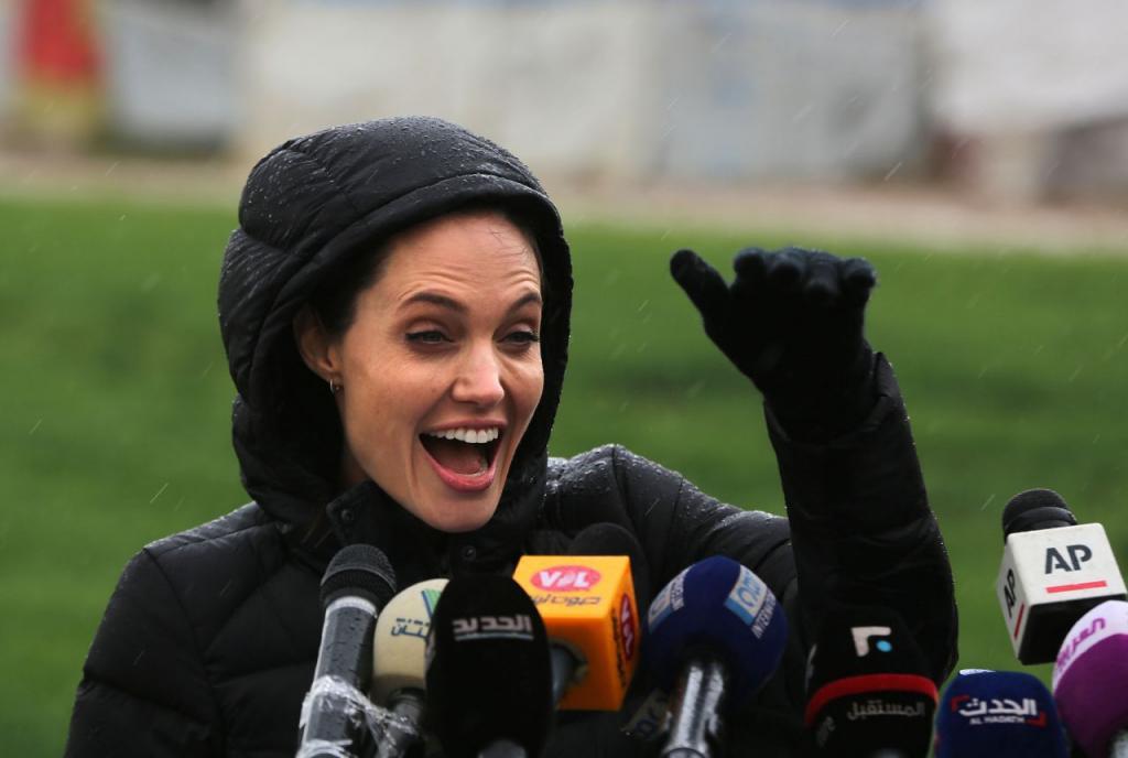Международный день беженца: Анджелина Джоли рассказала о глобальном миграционном кризисе, детях из бедных стран и влиянии коронавируса на мир