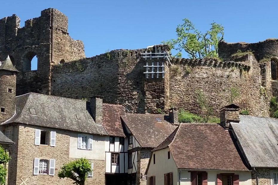 Средневековая деревня Сегур-ле-Шато: крепость десятого века по праву считается райским уголком Франции