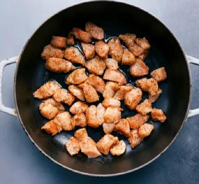 Подруга научила готовить куриный строганов: семья в восторге от нового блюда