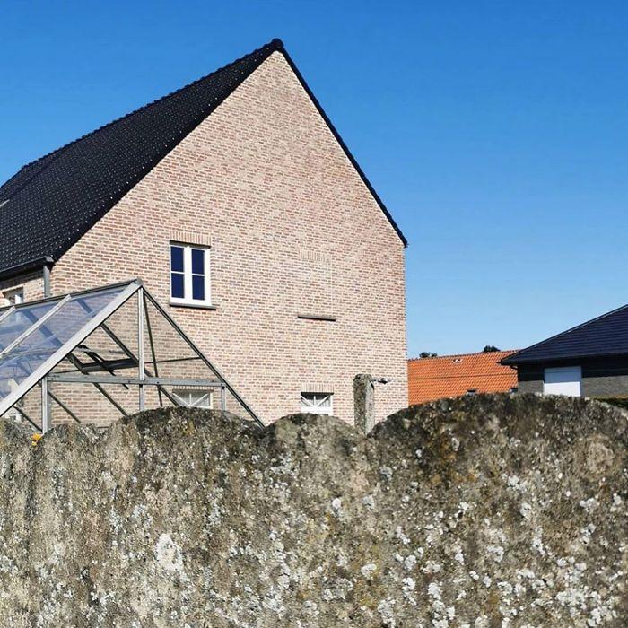 Бельгийский фотограф документирует дома, над внешним видом которых владельцы сильно не задумывались