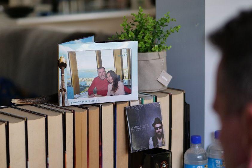 Пара была разделена вирусом и границей: они направили около 20 000 текстовых сообщений, чтобы вернуть жену в страну ее мужа