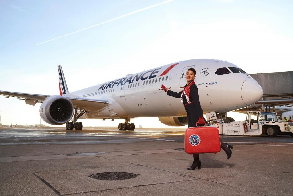 """Все самолеты задействованы в выполнении перелетов: """"Уральские авиалинии"""" функционируют в полном объеме, чего не сказать про главного перевозчика Франции - в Air France грядет череда сокращений"""