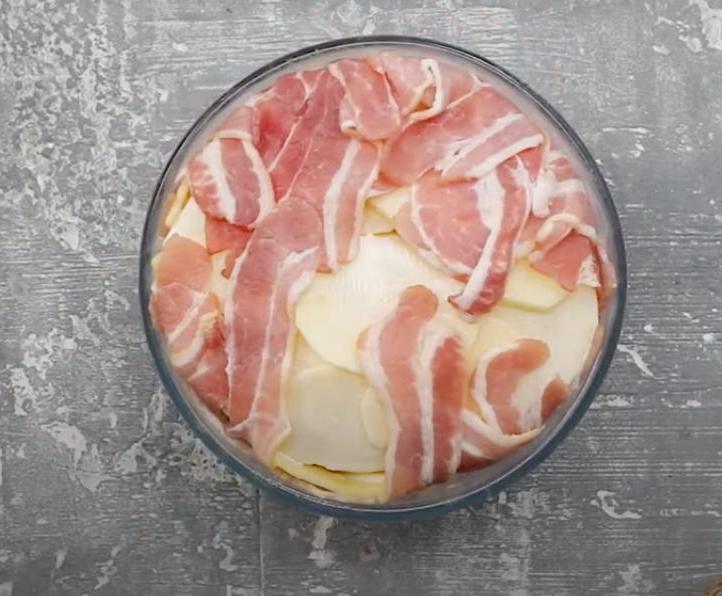 """""""Купол"""" из бекона и картошки выкладываю слоями – и в духовку. Недорого и у плиты стоять не надо (рецепт)"""
