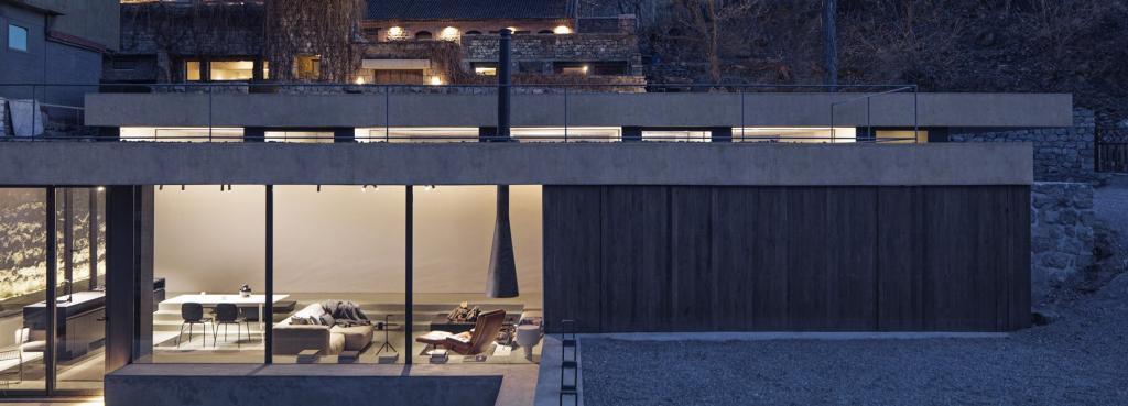 Архитекторы превратили бывший подземный склад в роскошный дом: а с его крыш, покрытых зеленым газоном, даже видна Великая Китайская стена