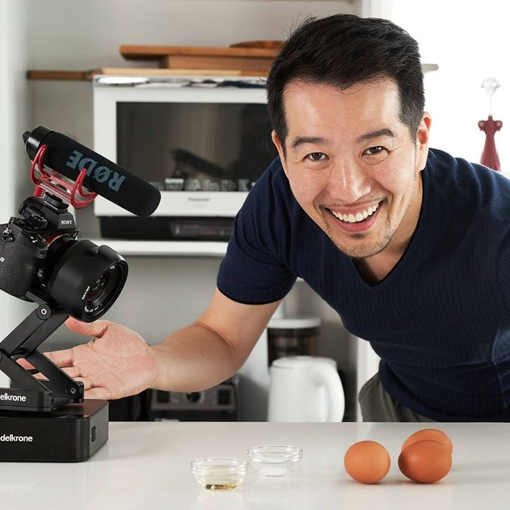 Шефу Мацумото не нравилось, как кулинарные школы учат нас резать лук. Поэтому он записал видео, как это сделать быстро, качественно и просто