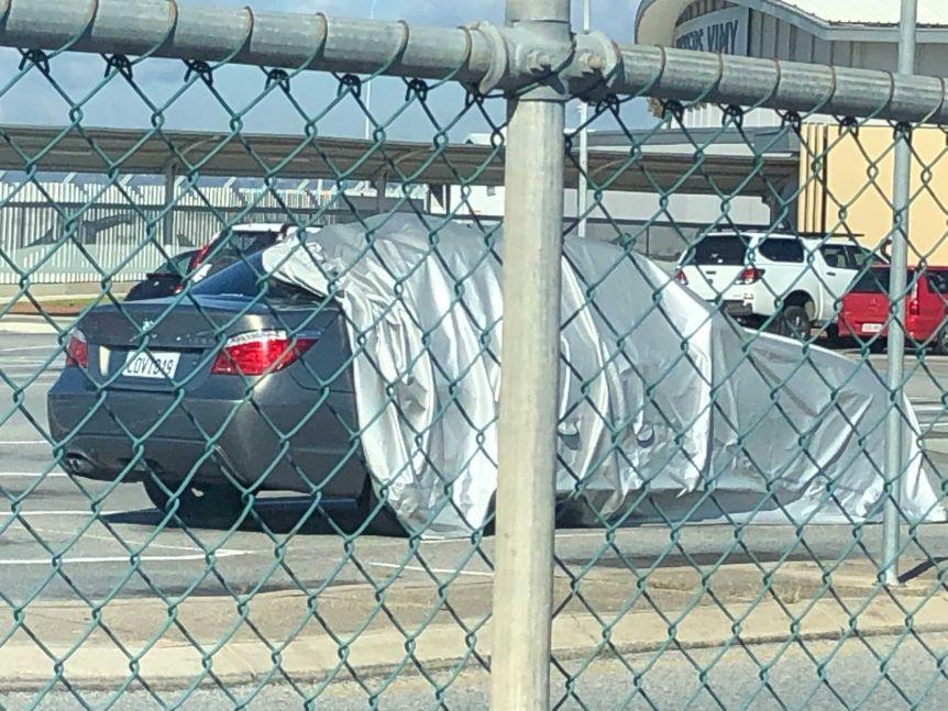 Автомобиль с номером COVID 19 озадачил сотрудников аэропорта Аделаиды: впервые заметили машину в феврале 2020 года
