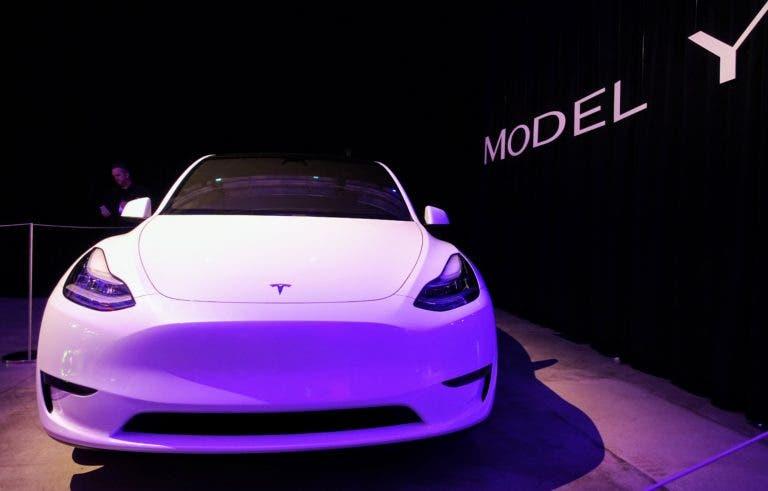 Tesla снизила цену Model Y после 4 месяцев продаж и отказалась от планов по созданию более дешевой версии электрического внедорожника