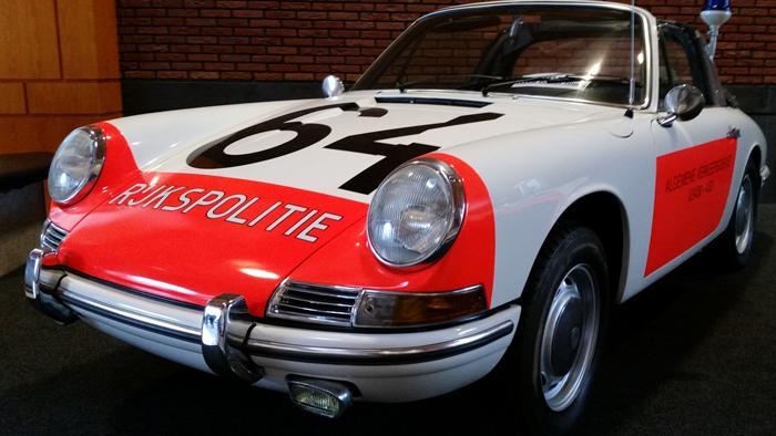 Range Rover, Ferrari 250, Porsche 912: люксовые (и не очень) полицейские автомобили прошлого века