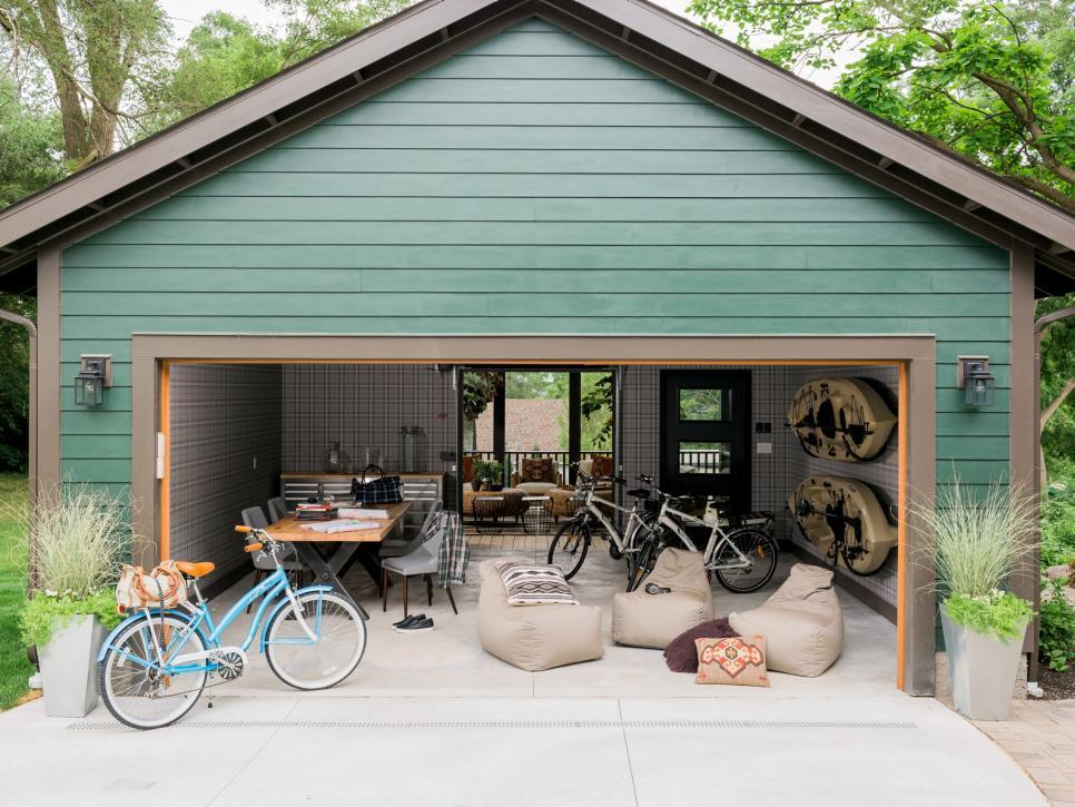Переоборудование гаража добавляет пространство к жилой площади дома и, что самое важное, дает вам место для уединения
