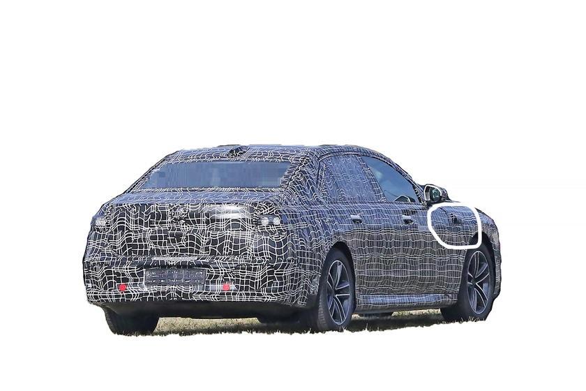 Новейший и самый мощный BMW i7 впервые замечен на тестах: фото