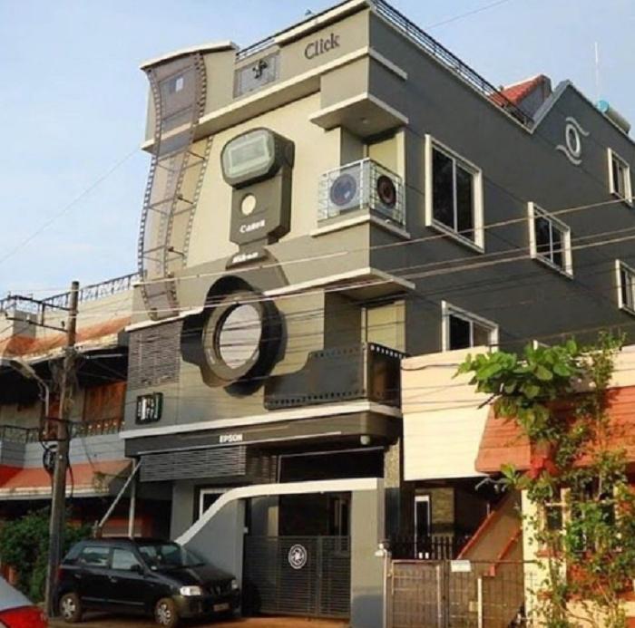 Мужчина в Индии построил дом в форме фотоаппарата