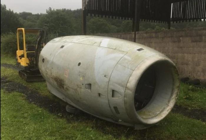 Мужчина купил двигатель старого реактивного самолета и превратил его в дом на колесах