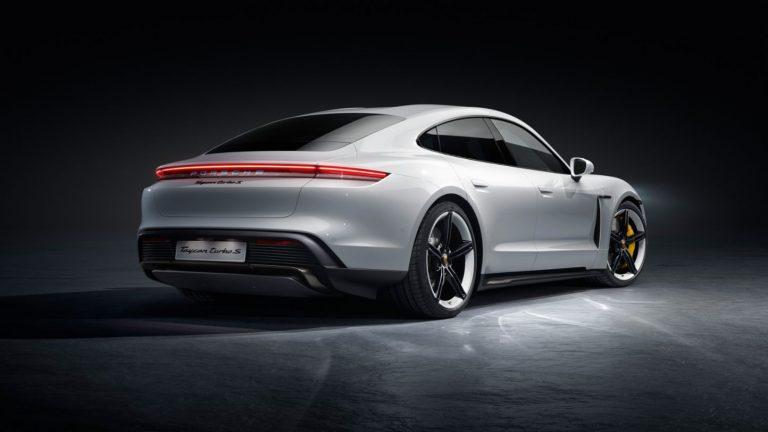 """Элитный Porsche Taycan Turbo EV проиграл соревнования с """"народной"""" Tesla Model 3"""