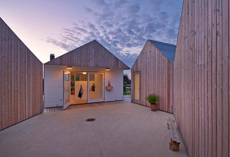 Зачем строить большой, если можно сделать 5 маленьких: необычный дом в Дании