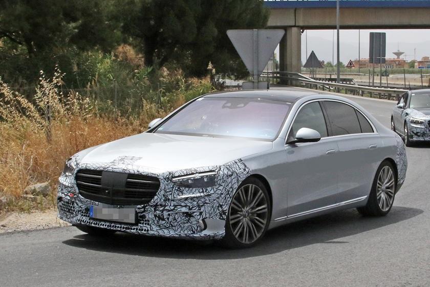 Подушки безопасности для всех: новый Mercedes S-Class предложит первую в мире защиту для пассажиров на задних сиденьях