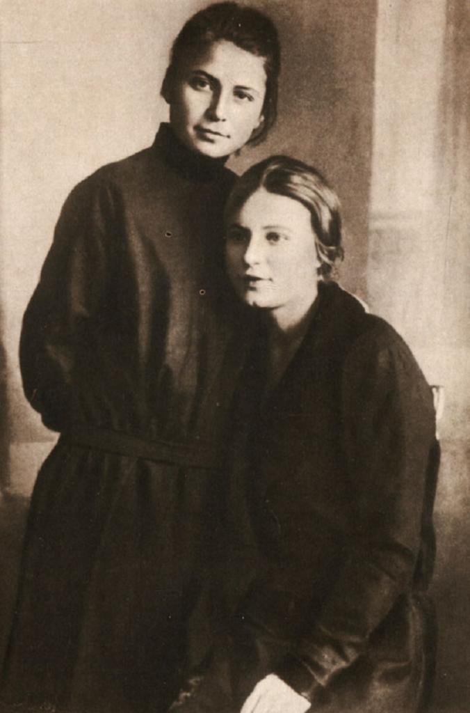 """""""Я красивых таких не видел"""": как выглядела сестра Есенина, которой он посвятил эти строчки (фото)"""