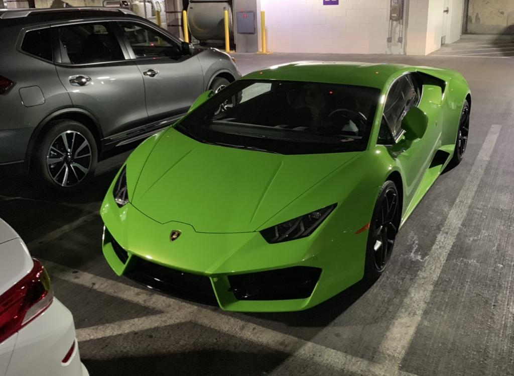 В пустыне около Лас-Вегаса был найден суперкар Lamborghini Huracan