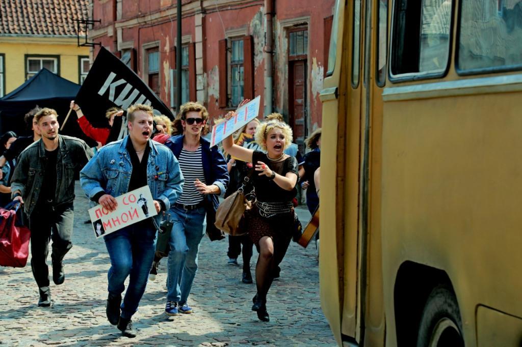 """Фильм """"Цой"""" в августе не вышел: премьеру картины о рок-музыканте перенесли на осень"""