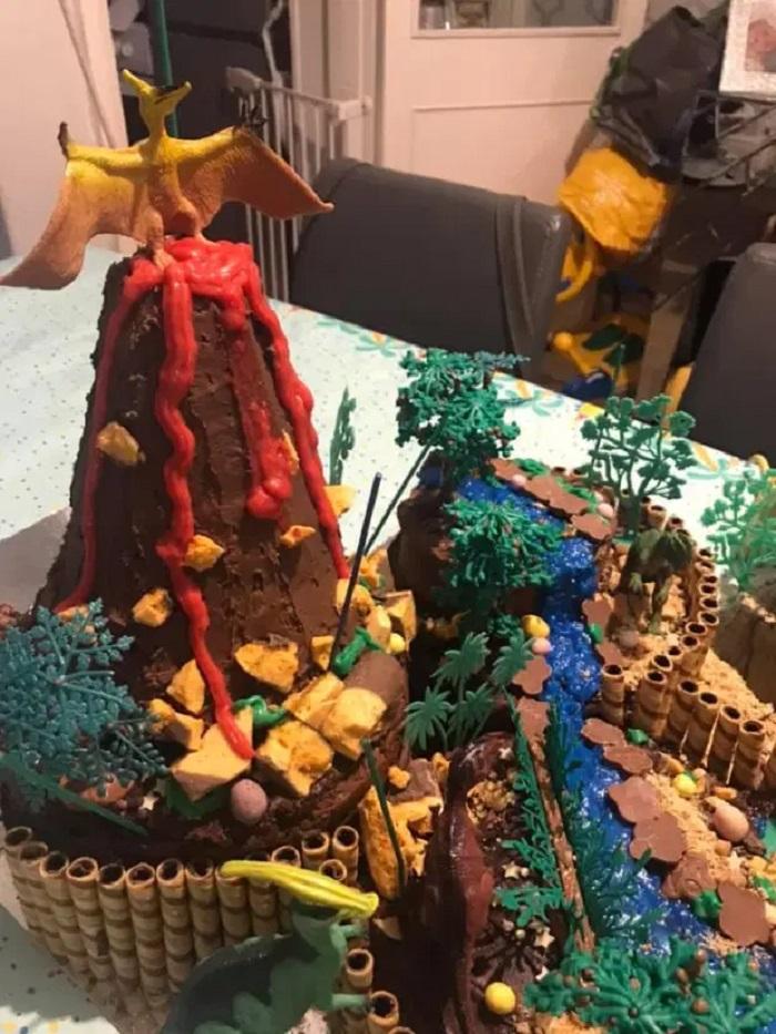 На день рождения сына решила не заказывать дорогой торт, а сделать его своими руками из покупных бисквитов: никто не верит, что сделала его сама (легко повторить)