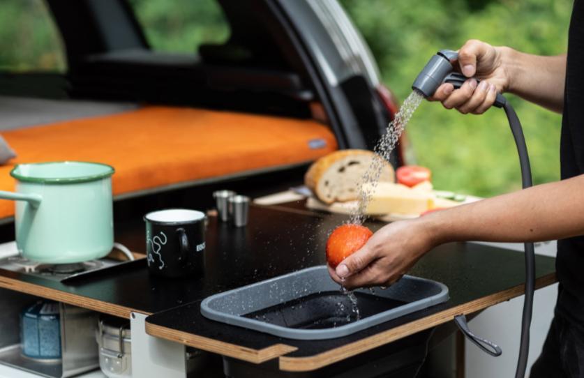 Чешская фирма Studio 519 создала модуль для автомобильного багажника, который превращается в двуспальную кровать и кухню для кемпинга