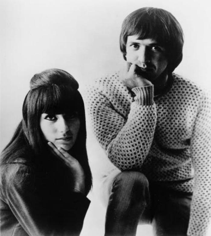 Семейный и творческий союз: опубликованы редкие фото Шер 1965 года, на которых она со своим первым мужем Сонни