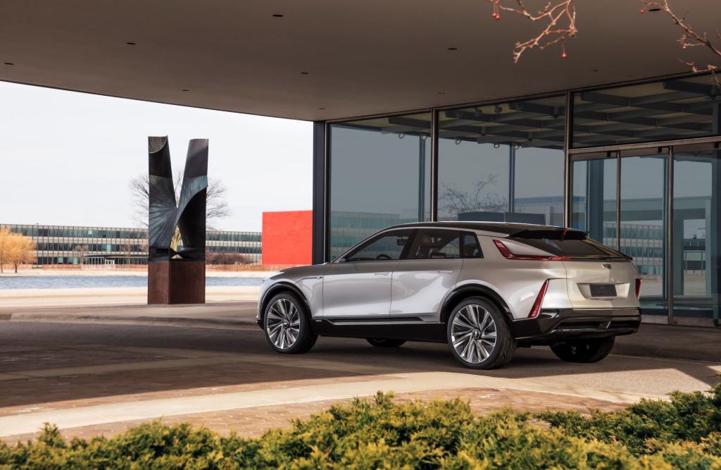 Гонка электромобилей началась: Cadillac представил первый в своей истории аппарат с электродвигателем