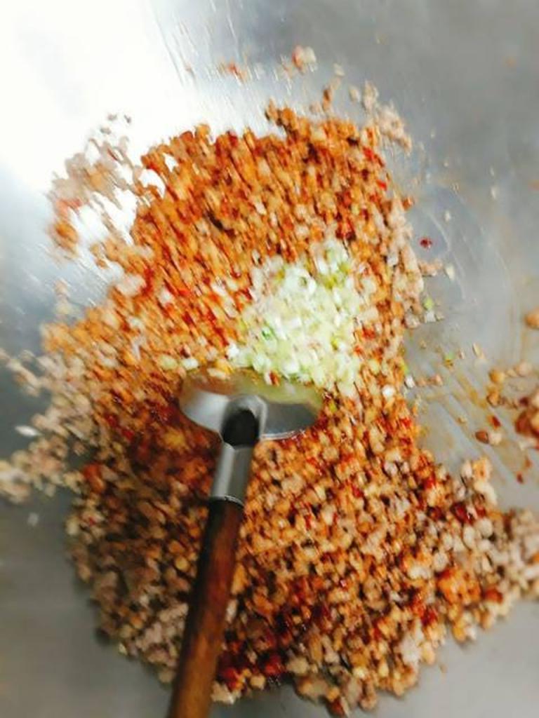 Свекровь дала рецепт салата из баклажанов и фарша. Блюдо понравилось даже мужу, который баклажаны ест с неохотой