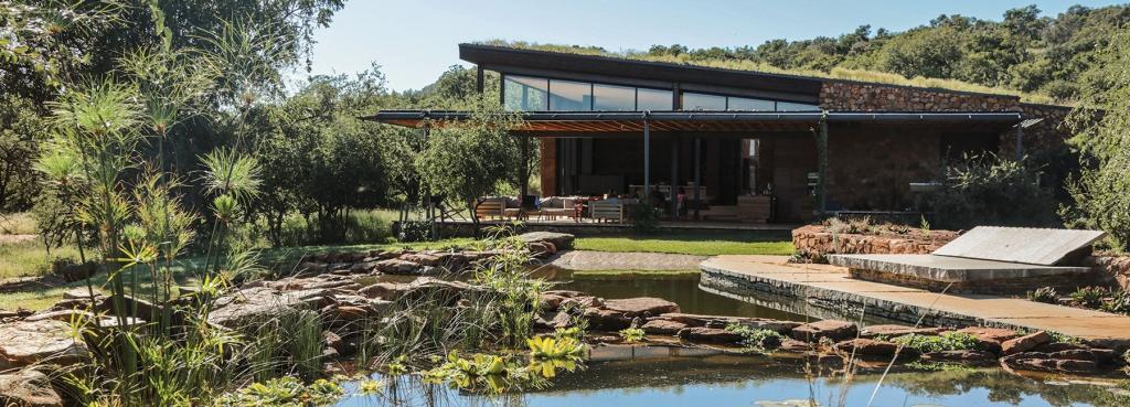 Архитекторы построили дом в ЮАР, который будто появляется из-под земли (фото)