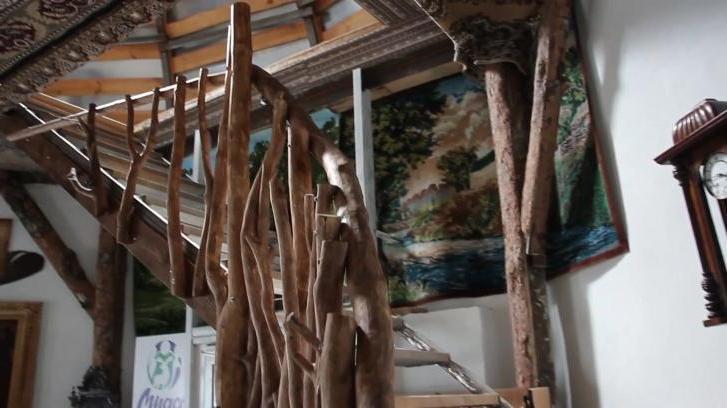 Житель Челябинской области построил дом в виде огромной головы, и к нему можно прийти в гости