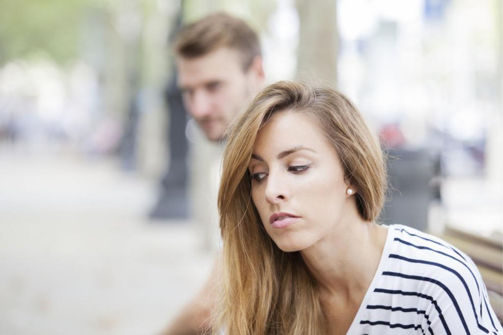 Молчание играет вам на руку, открытые ладони рождают доверие: 10 трюков, которые делают вас более привлекательными в глазах других людей
