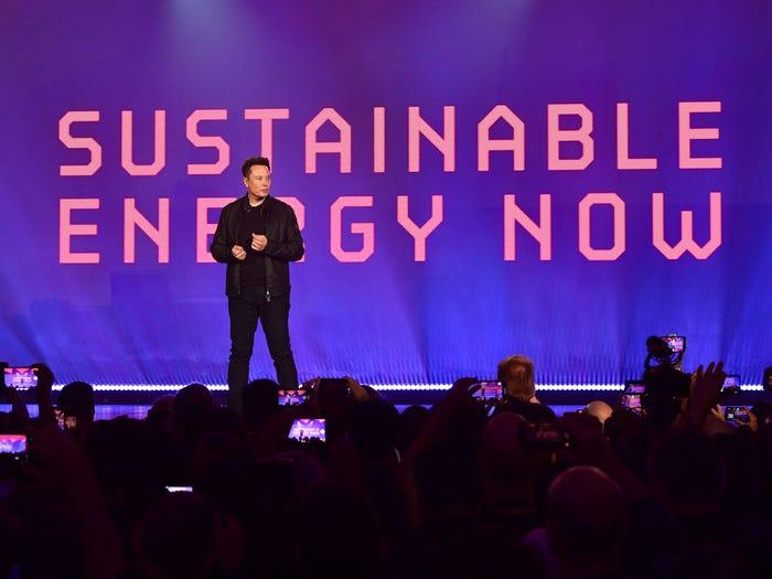 """Победа """"Теслы"""" в гонке производителей электромобилей – только первый этап плана Илона Маска по полной электрификации мирового автопарка"""