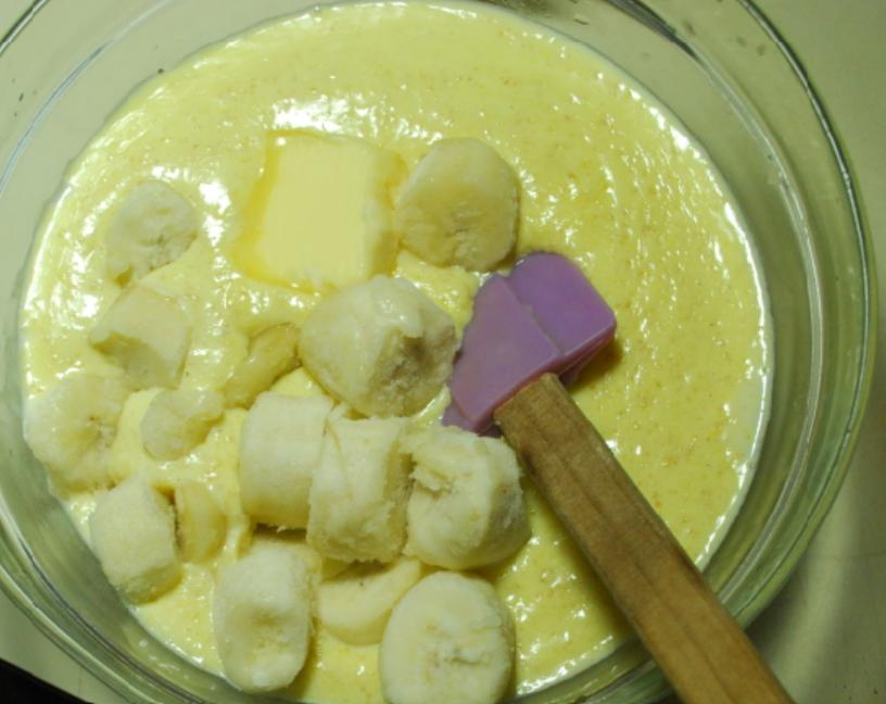 """Эклеры готовлю по особому рецепту: макаю их в желтую глазурь, а сверху кладу красный """"перчик"""""""