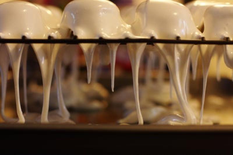 Гости обожают мои фирменные пироженки с зефиром, шоколадом и брауни: пошаговый рецепт