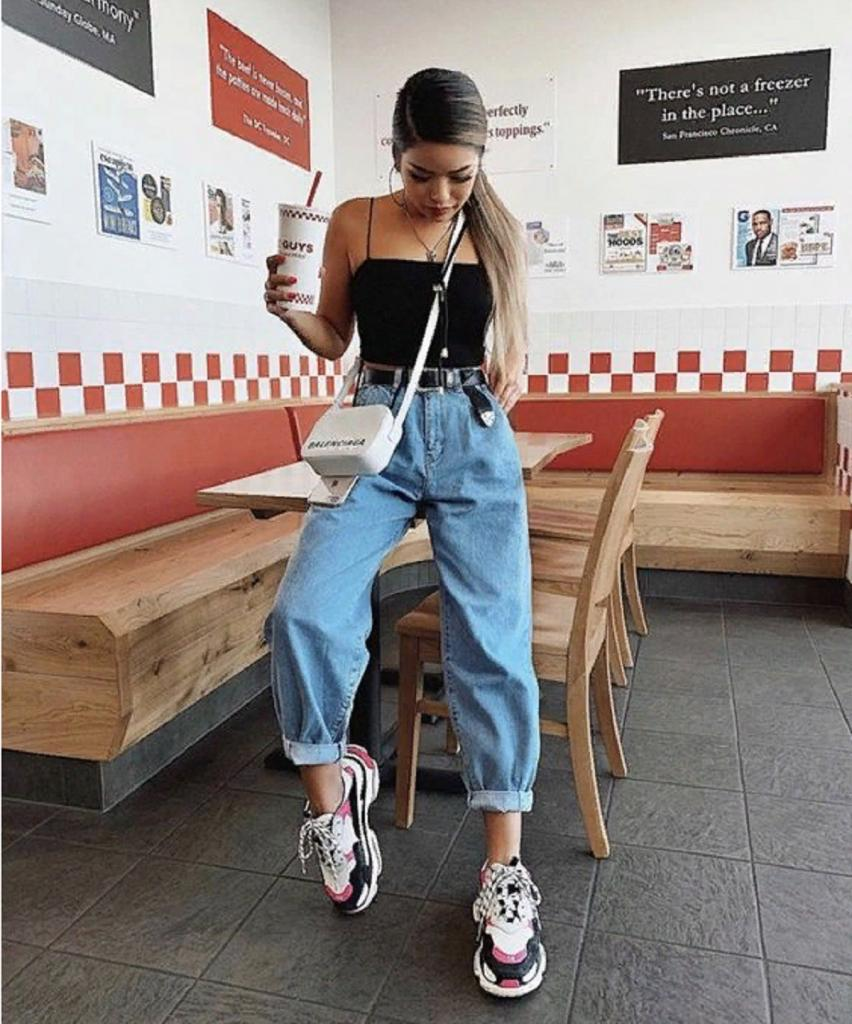 На самом деле брюки-баллоны идут многим: делимся идеями, как и с чем их носить