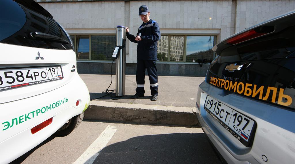 Россияне стали чаще покупать электромобили с пробегом: какой регион страны лидирует по продажам