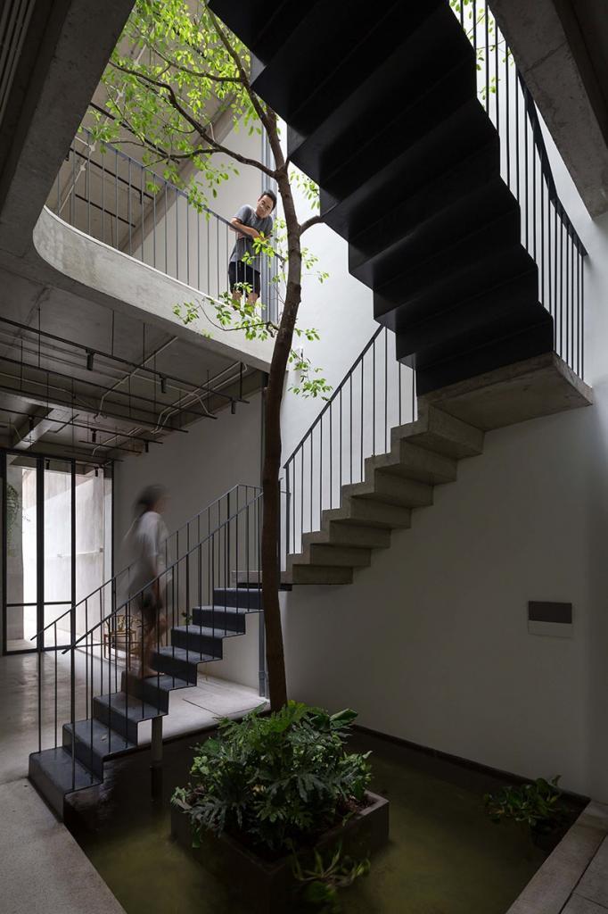 Узкий дом во Вьетнаме, в котором проживает сразу три поколения одной семьи: фото