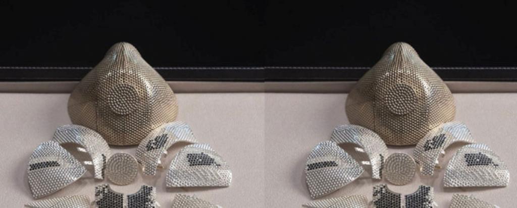 Клиент из Китая заказал усыпанную бриллиантами маску от коронавируса с респиратором последней модели
