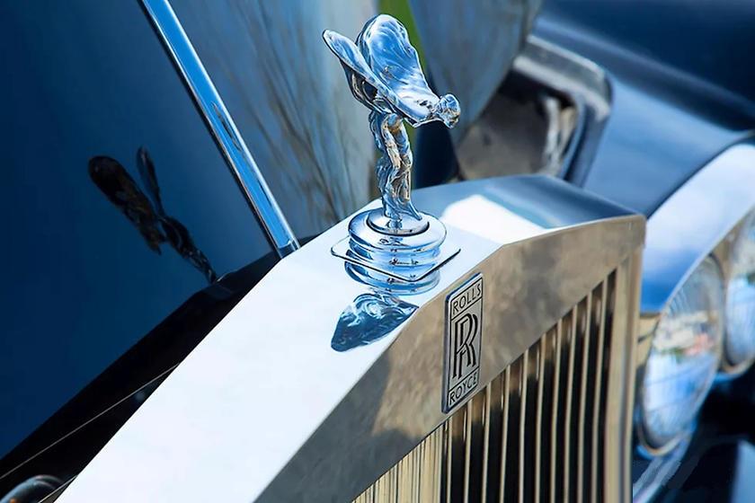 Он роскошный и с двигателем от Tesla: Shift EV обновили Rolls-Royce, которому 50 лет - выглядит потрясающе