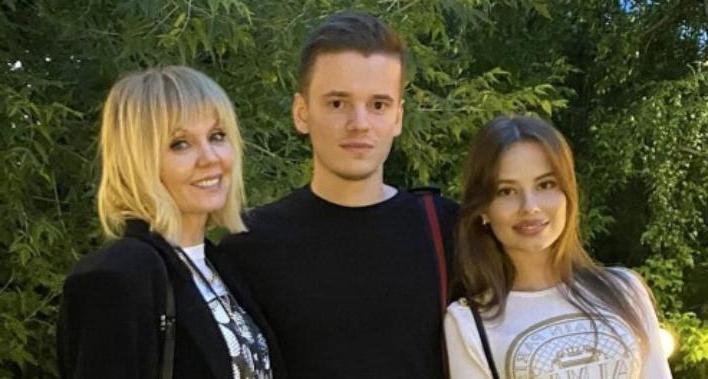 Младший сын Валерии, 21-летний Арсений распрощался со статусом холостяка: родители были не против