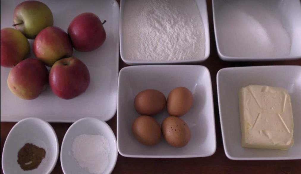 Свекровь поделилась рецептом ароматных яблочных пирожных. Десерт вкуснее, чем шарлотка